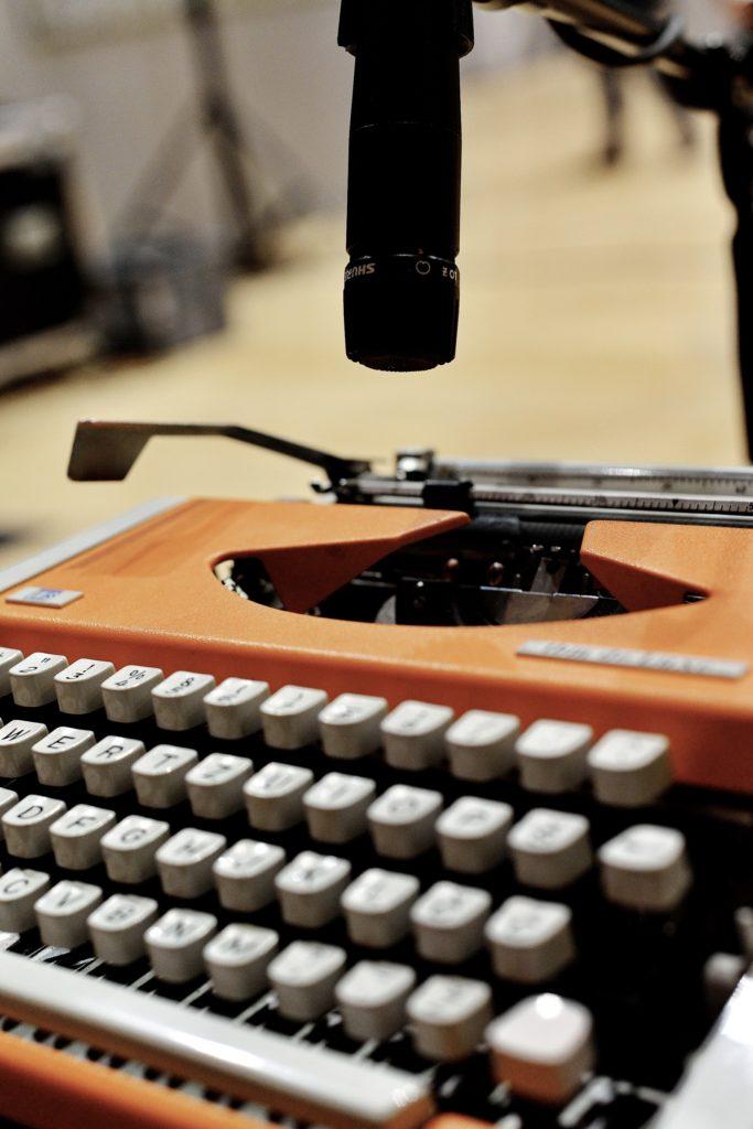 Instrument: pisaća mašina