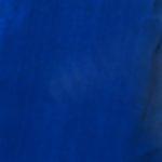 Ono što umjetnica vozi u drvenom sanduku tamno-plave je boje.